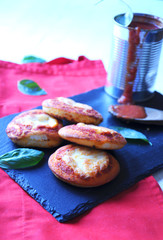 Pizzette with tomato and cheese
