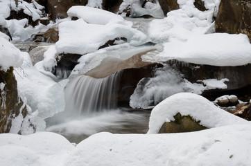 fiume ghiacciato