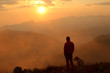 Leinwandbild Motiv uomo e cane al tramonto