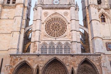 Frontal de la Catedral de León, España.