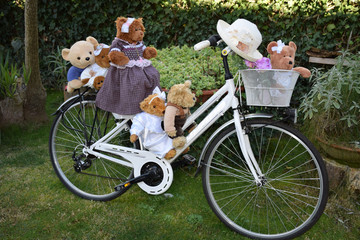 Teddy bears on the bicycle