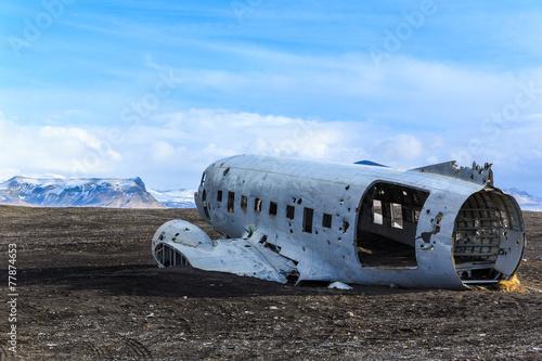 Staande foto Scandinavië Wreck airplane in Iceland