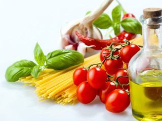pasta spaghetti vegetables, spices and oil