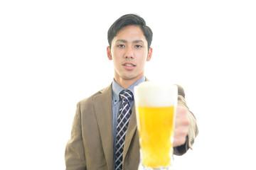 ビールを楽しむ男性