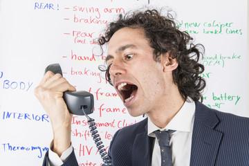 urlare al telefono