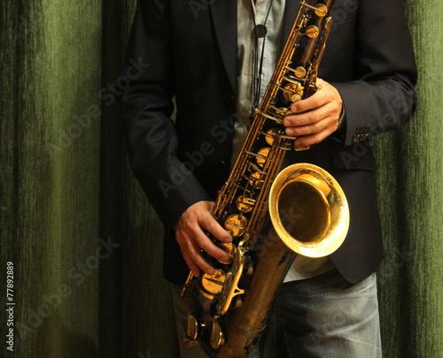 Saxofón - 77892889
