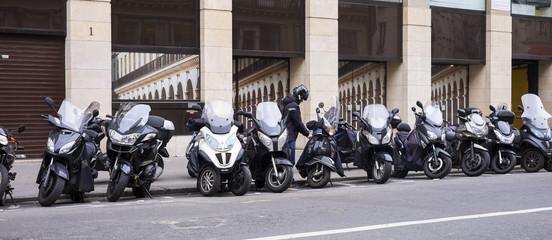 Alignement de deux roues à Paris
