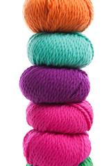 Bunte Wolle gestapelt