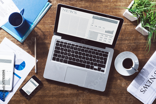 Leinwandbild Motiv Financial news online