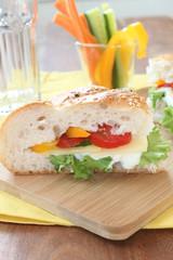 Belegtes Fladenbrot - Sandwich