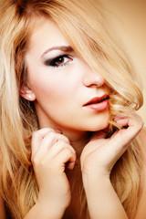 sinnliche blonde Frau
