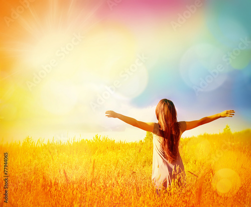 Leinwanddruck Bild Free Happy Woman Enjoying Nature. Beauty Girl Outdoor.