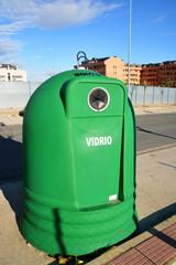 contenedor verde para el reciclado de vidrio