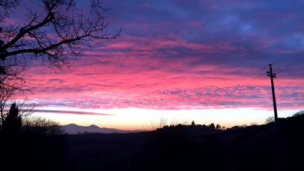 Video di tramonto con cielo a pecorelle, time lapse