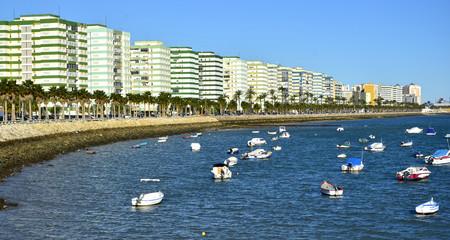 Paseo marítimo en Cádiz.España
