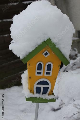 canvas print picture Vogelhaus im Schnee