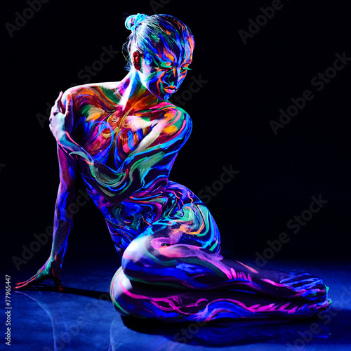Charming nude girl with luminescent body art - 77965447