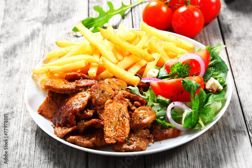 Bliska Gourmet zdrowej żywności na białym talerzu