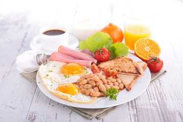 breakfast with bean,bacon,egg
