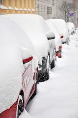 verschneite autos, winter