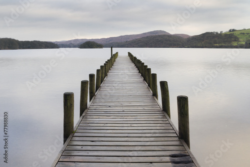 Obraz na Szkle Wooden jetty in the lake district