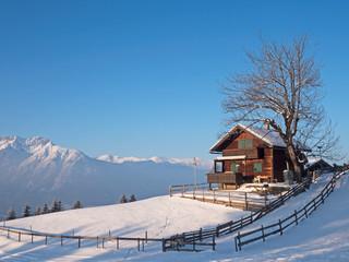 Hütte in den Alpen mit Karwendel