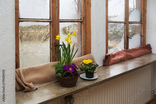 Old fogged up wooden windows - 78008438
