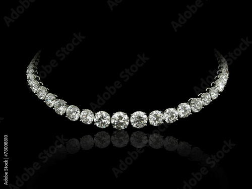 Leinwanddruck Bild Round diamonds necklace