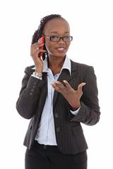 femme d'affaires noire téléphonant