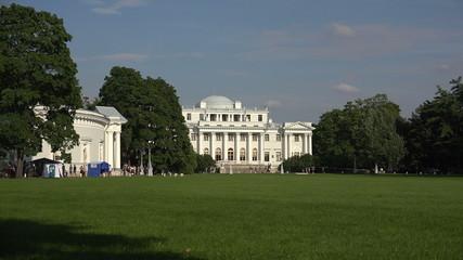 Elagin Palace in St. Petersburg. 4K.