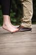 canvas print picture - Füße auf einem holzsteg