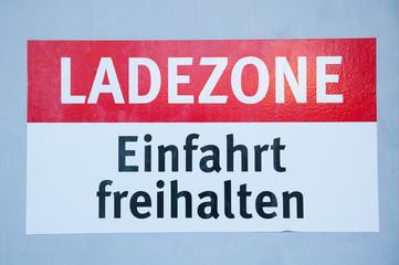 """Schild """"Ladezone Einfahrt freihalten"""""""