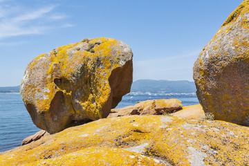 Three feet rock
