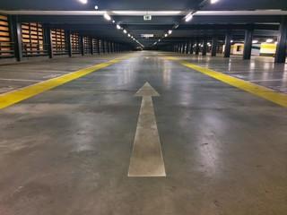 Parkplätze im Parkhaus