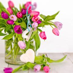 Muttertag, Geburtstag, Valentinstag: Tulpen, duftiger Blumengruß