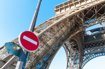 Eiffel tower closed, no way sign