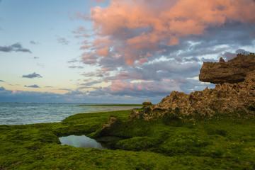 沖縄 夕日の海岸線