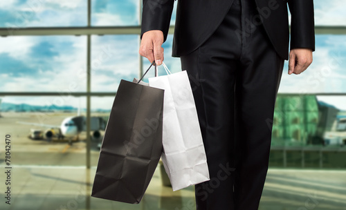 Shopping at the airport - 78042470