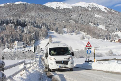 Fotobehang Kamperen Winter Wohnmobil