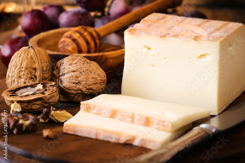 Papiers peints Produit laitier Italian Taleggio cheese with walnuts, honey and grapes