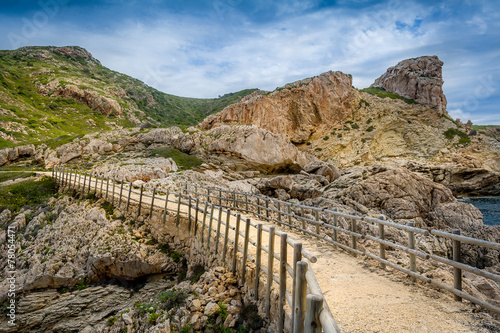 Path in the rocks - 78054471