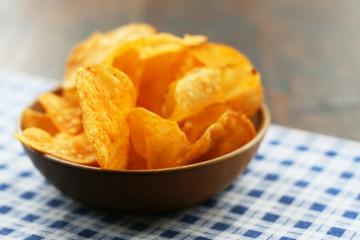 Kartoffelchips, Chips im Holzschälchen