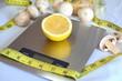 Постер, плакат: Лимон на весах