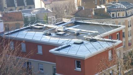 Dégel d'un toit d'immeuble en time-Lapse