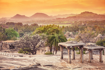 Nature and ruins in Hampi