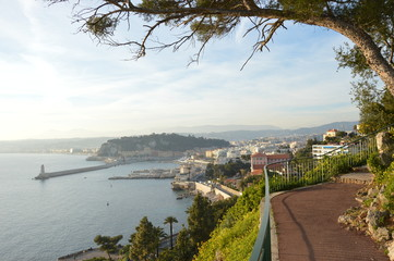 Über dem Hafen von Nizza