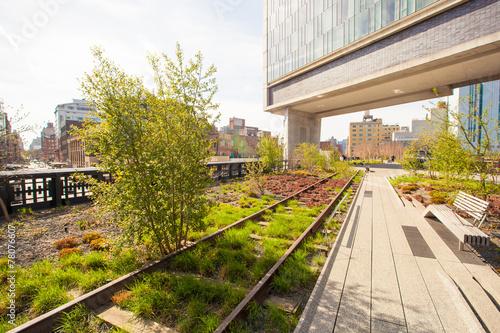Fotobehang Stad aan het water Sunny spring day on New York's High Line