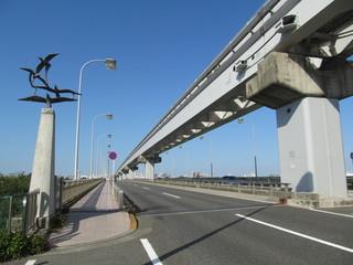 モノレールの線路と橋