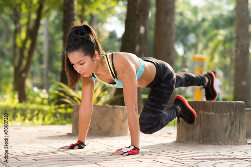 canvas print picture Doing plank exercise