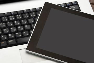 ビジネスイメージ―パソコンとタブレット